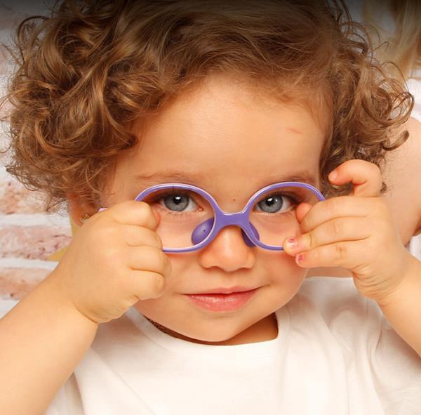 toddler wearing Nano glasses